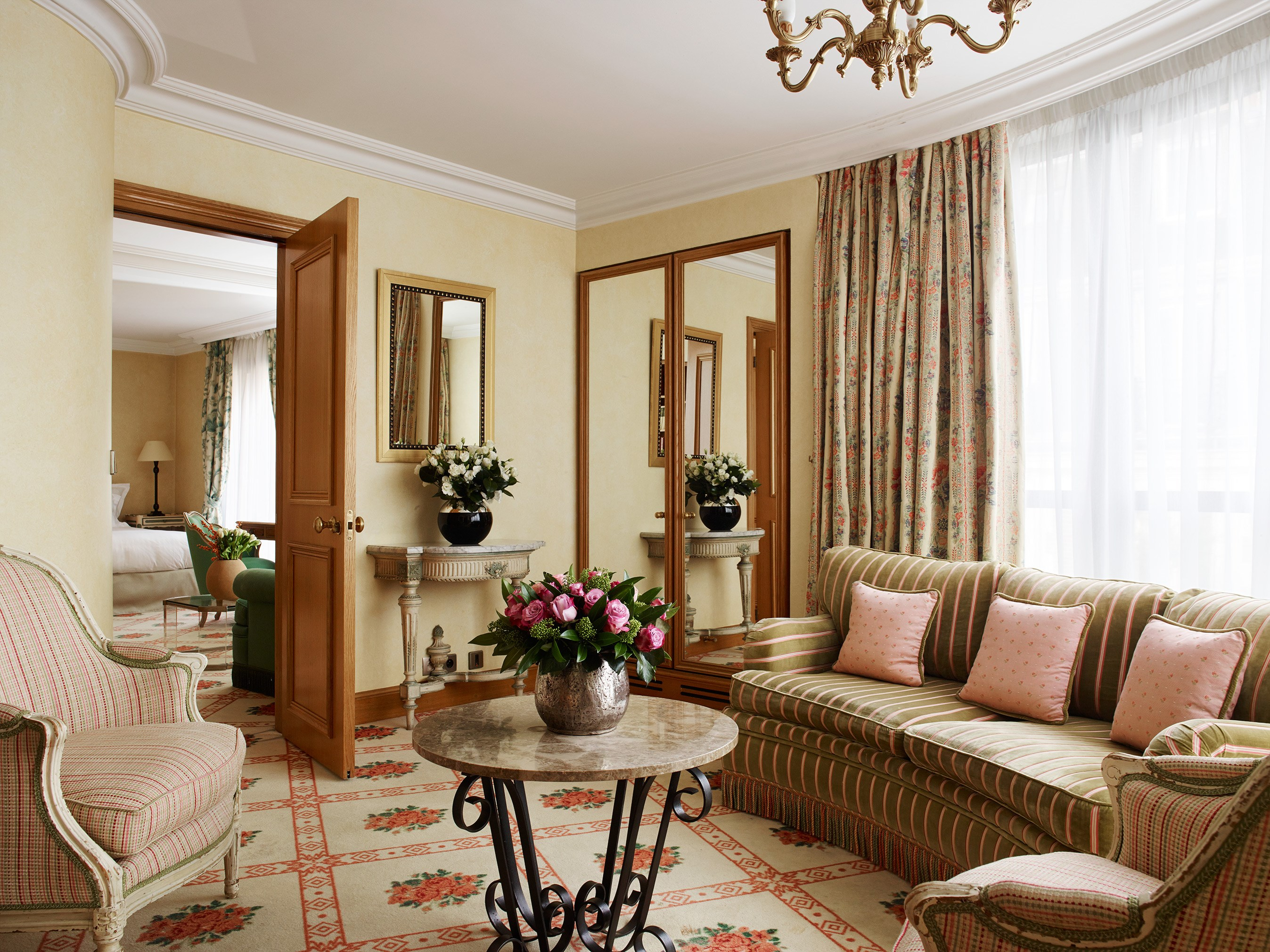 Living Room Suite Hotel de Vigny Paris