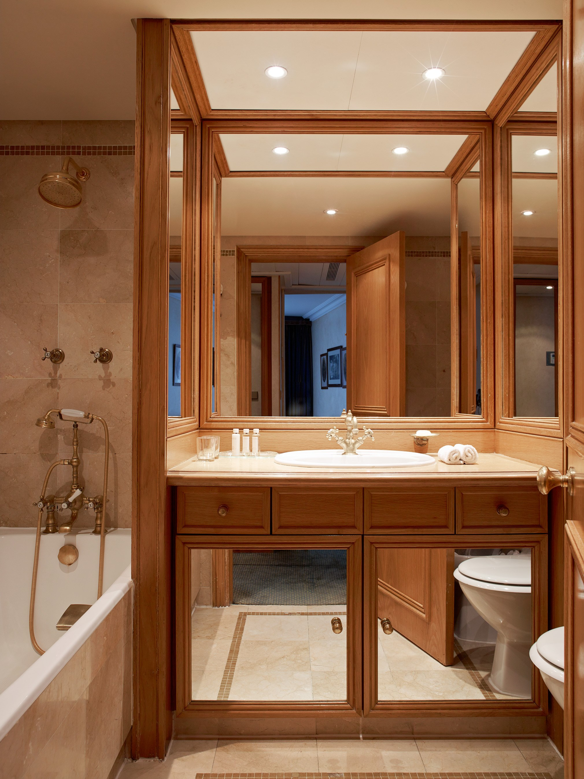 Bathroom Suites Hotel de Vigny Champs Elysees